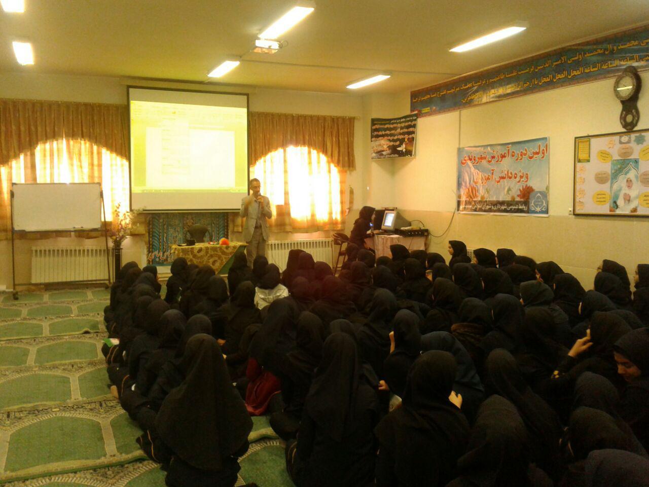 دومین جلسه آموزش شهروندی در دبیرستان زنده یادخوروش