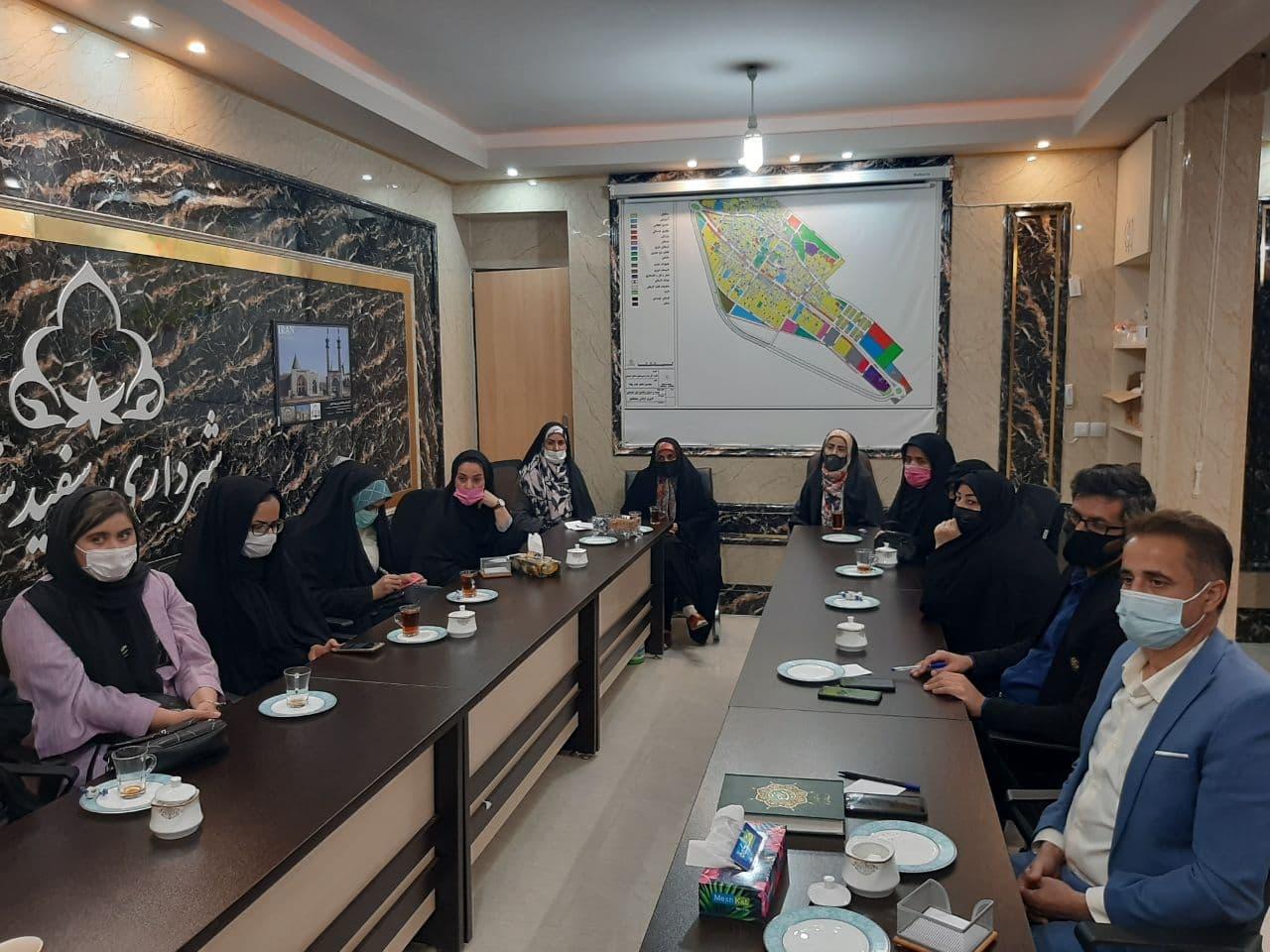 تجلیل از بانوان برگزیده جشنواره مجازی بانوان برتر سفیدشهر